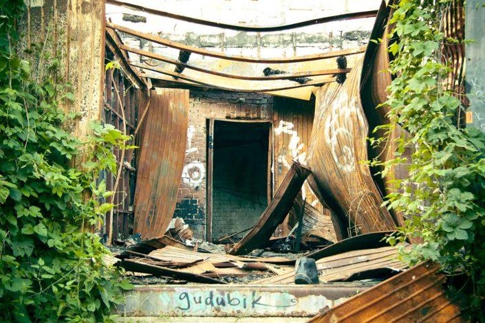 Tag en edificio abandonado