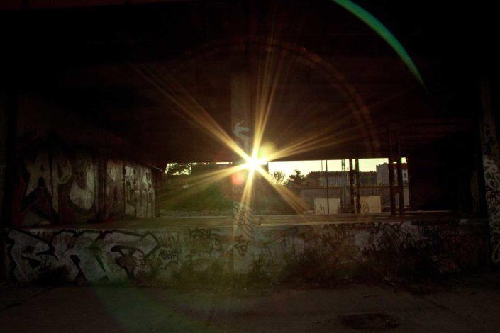 Destello del sol y graffitis