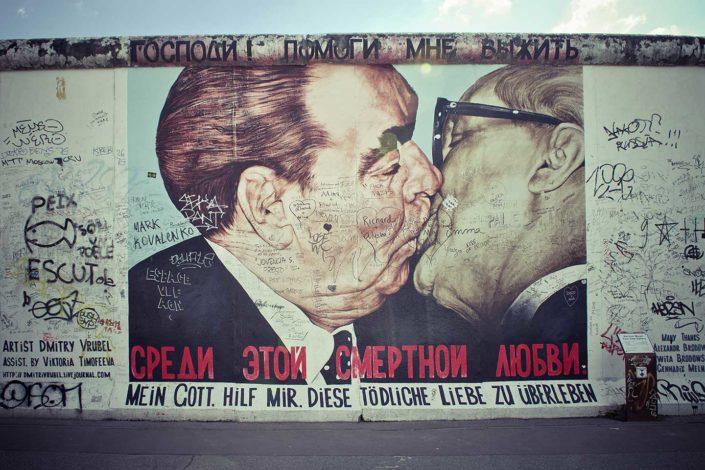 Mural del beso que Brézhnev y Honecker se dieron en 1979
