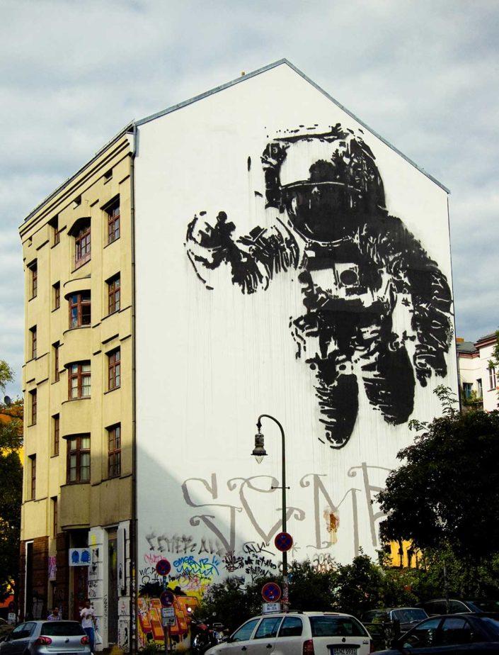 Mural de un astronauta