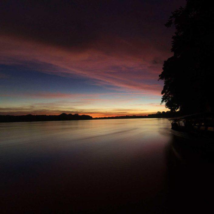 Amanecer en el Rio Madre de Dios