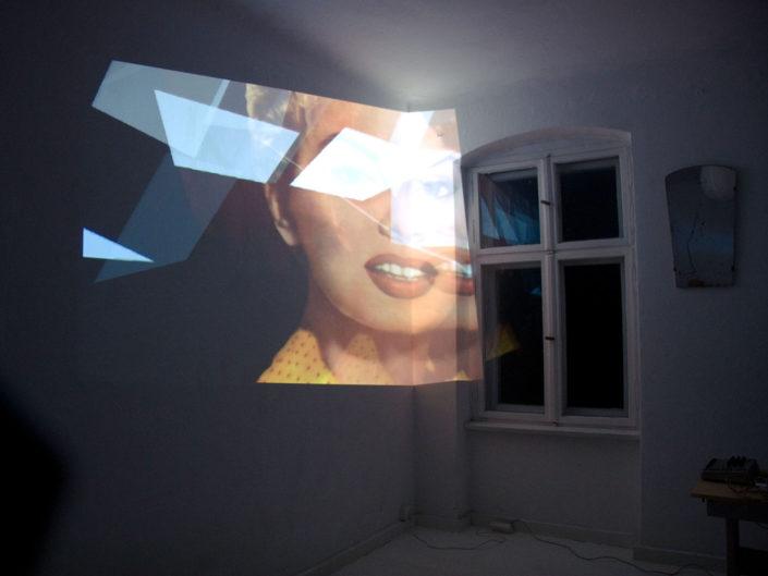 Proyección en habitación blanca