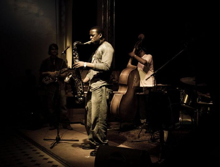 Trío de jazz tocando música
