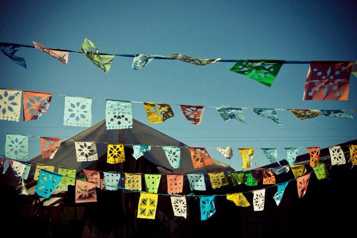 Benderitas de colores al viento