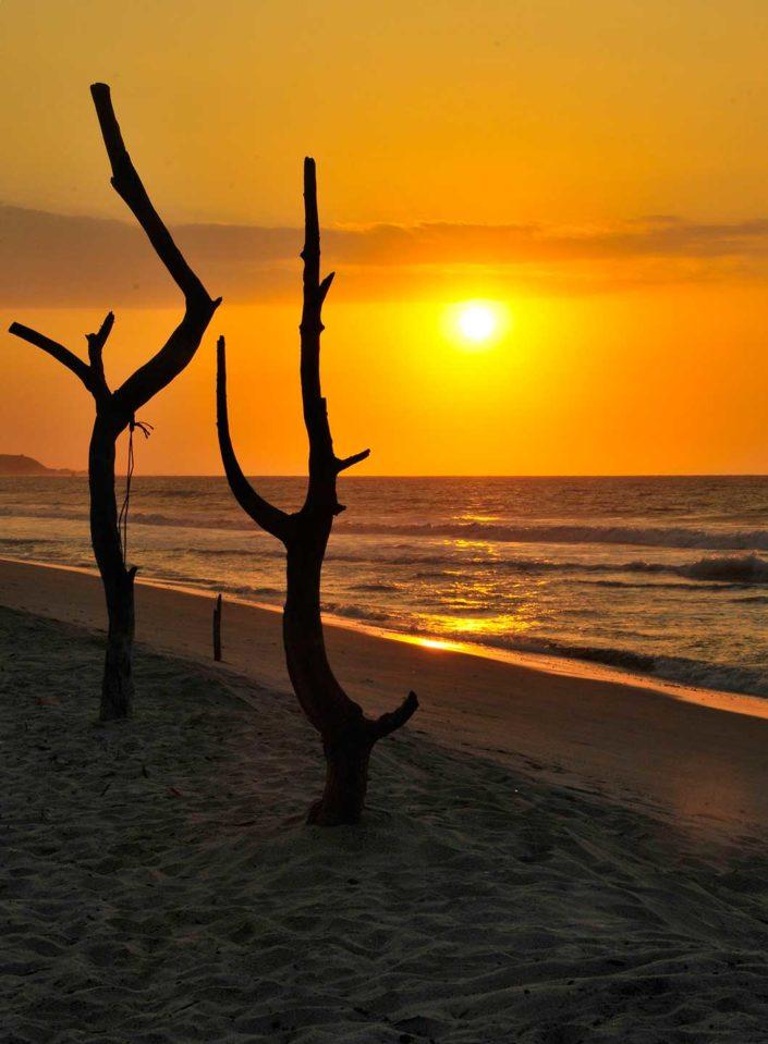 Puesta de sol en una playa