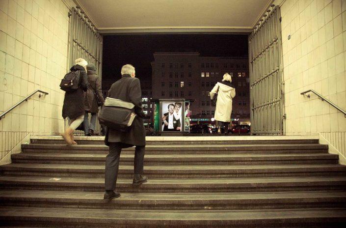 Gente saliendo de un metro